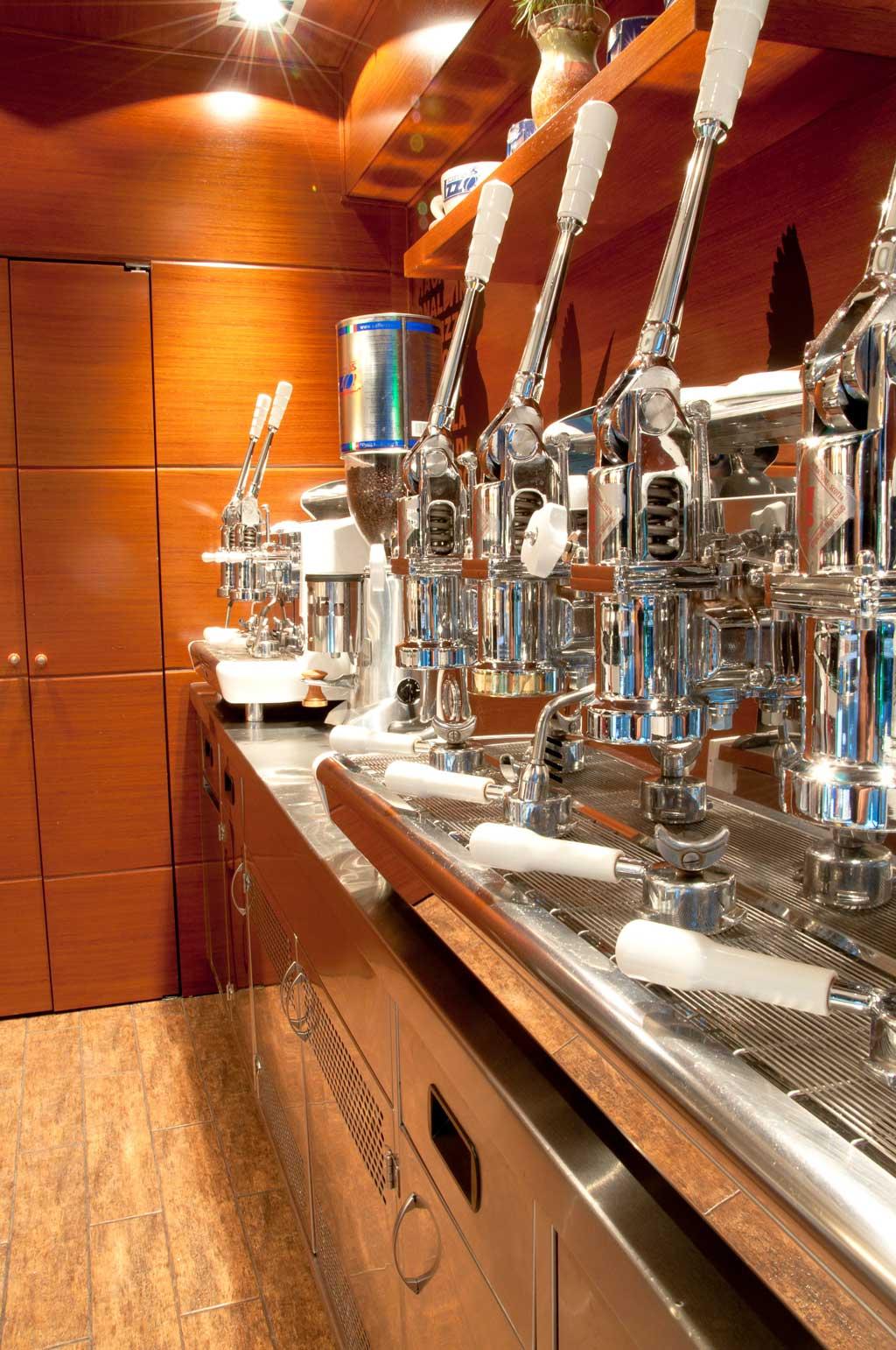 Coffee_machine_diverso_coffee_and_shop_kyriakos_trikaliotis_design